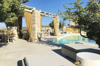 luxurious milo milo suites on milos island